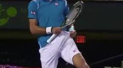 Algo pasa el pantalón de Djokovic... y lo ha visto todo el mundo