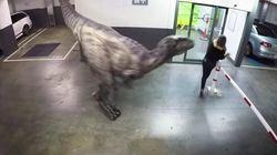 Jurassic Carpark: cuando un dinosaurio aparece en el