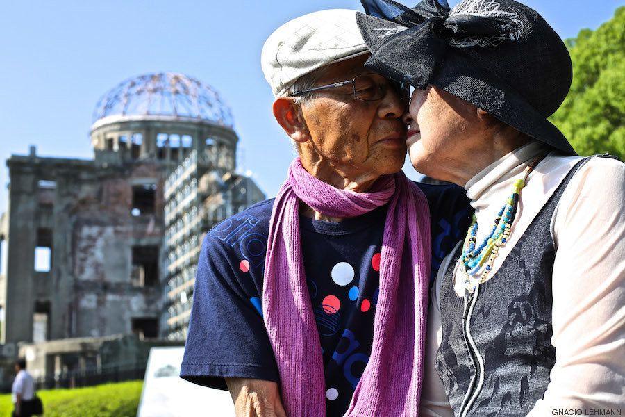 Un fotógrafo capta a gente besándose por ciudades de todo el