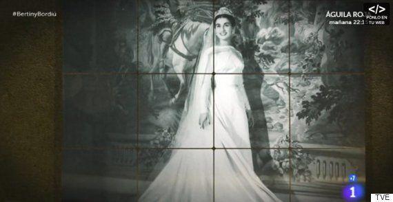 Carmen Martínez-Bordiú le enseña a Bertín Osborne sus fotos familiares más