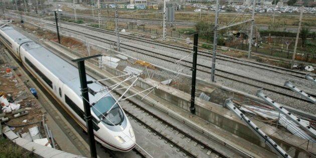 Parados los trenes AVE en Cataluña durante horas por el robo de cable de fibra