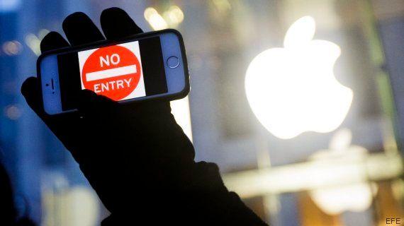 La justicia de EEUU desbloquea sin ayuda de Apple el iPhone del atacante de San