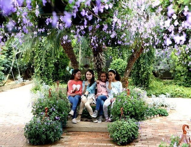 지난 6일 세계꽃식물원에 놀러 온 주한미군 가족. 왼쪽부터 이사벨라(8), 미아(10), 밀레나(8) 소피