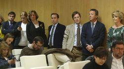 Protesta de Aguirre y sus concejales en plena rueda de prensa de