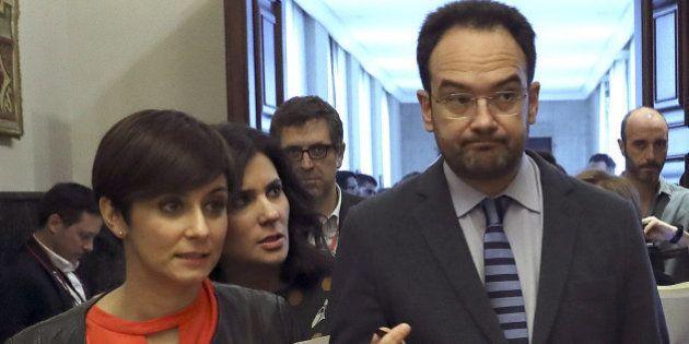 EL PSOE exige al Gobierno subir el salario mínimo un 8% para apoyar el