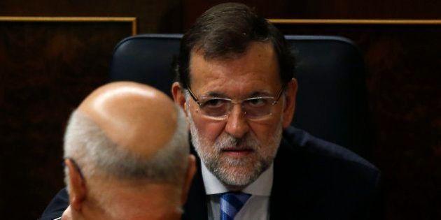 Rajoy defiende a los políticos: