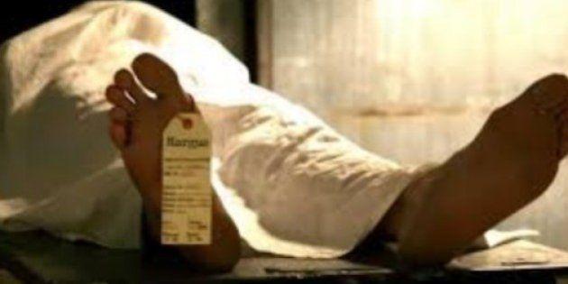 Un joven se desmaya borracho y despierta desnudo en una