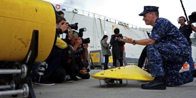 Comienza la búsqueda submarina de la caja negra del avión de