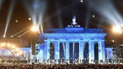 Espectacular: 7.000 globos blancos iluminan el cielo de Berlín