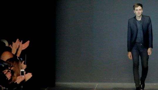 Hedi Slimane deja Saint Laurent: su trayectoria en la 'maison'