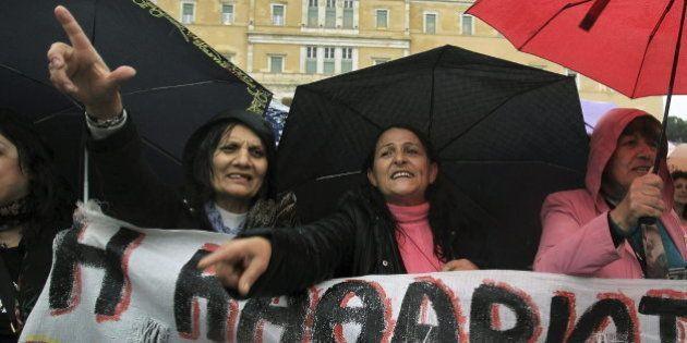El Gobierno de Samarás derrota la moción de censura de la izquierda