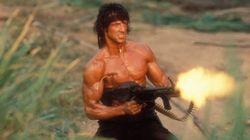 Una guardia civil disfrazada de Rambo alarma a los viandantes en