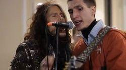 Steven Tyler sorprende a un músico callejero y se pone a cantar con
