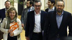 El PSOE negocia con C's mientras se reúne en otra sala con Podemos e