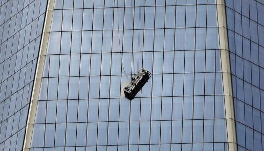Susto en el World Trade Center para dos limpiacristales