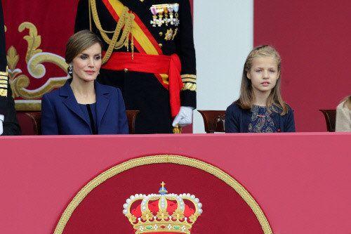 La reina Letizia vuelve a apostar por Felipe Varela para la Fiesta