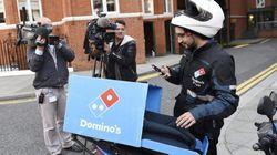 La surrealista discusión en Twitter sobre la pizza que Assange nunca pidió (o