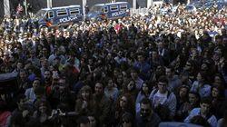 Cientos de personas recuerdan a Couso frente a la embajada de