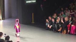 Ágatha Ruiz de la Prada abre su desfile con un robot y un