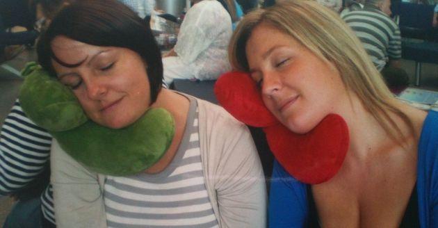 Almohadas raras para dormir durante los viajes o en la mesa de trabajo (FOTOS,
