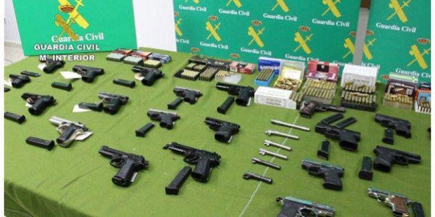 La Guarcia Civil detiene a 30 personas por vender armas ilegalmente por