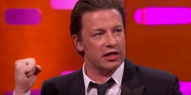 El chef Jamie Oliver vuelve a la carga con su paella: