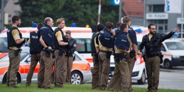 Los números de emergencia del Consulado para afectados del tiroteo de