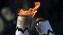 Ve un accidente al paso de la antorcha olímpica, y se hace un