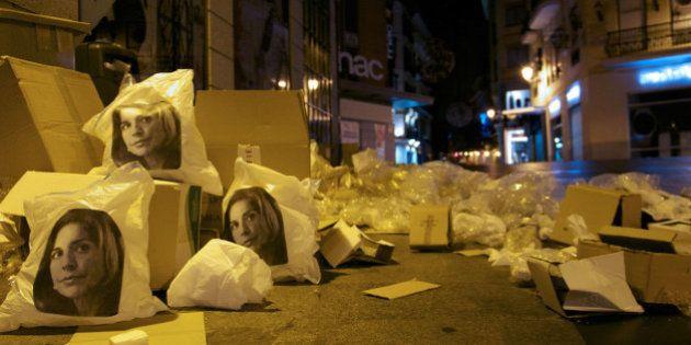 Bolsas de basura con la cara de Ana Botella: el colectivo de arte urbano Ana Botella Crew las siembra...