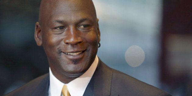 Jordan dona dos millones para que negros y policías se