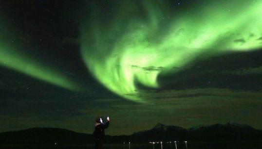 El rastro que las auroras boreales dejan en el cielo noruego