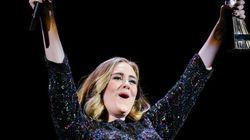 Adele besa a un fan por equivocación y ambos