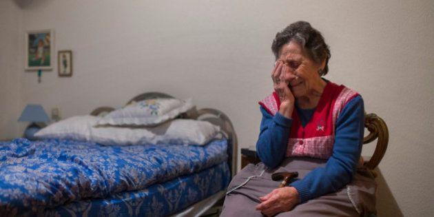 Las fotos de la vergüenza: el desahucio de una mujer de 85 años en