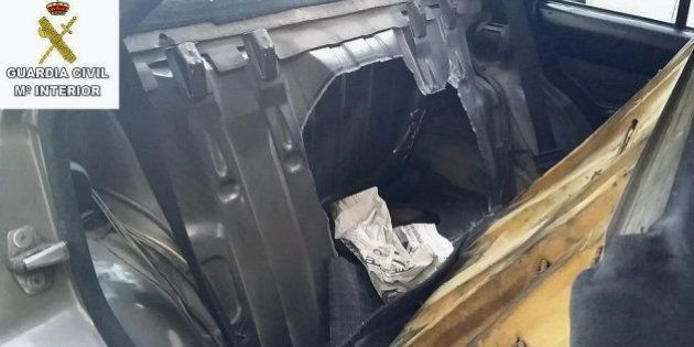 Intentan pasar en Melilla a un niño sirio en el doble fondo de un