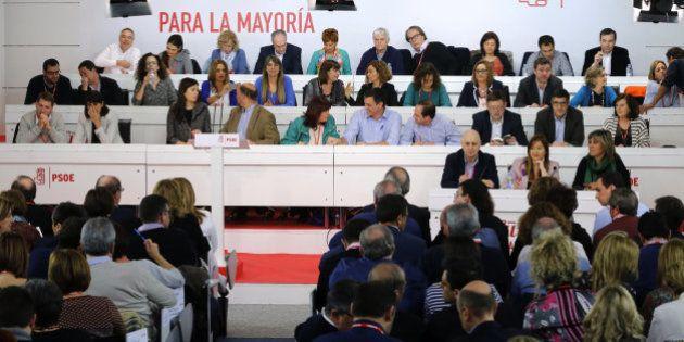 El PSOE ve con buenos ojos el referéndum de Podemos y cree que es un