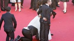 Un hombre se cuela bajo el vestido de una actriz en Cannes (VÍDEO,