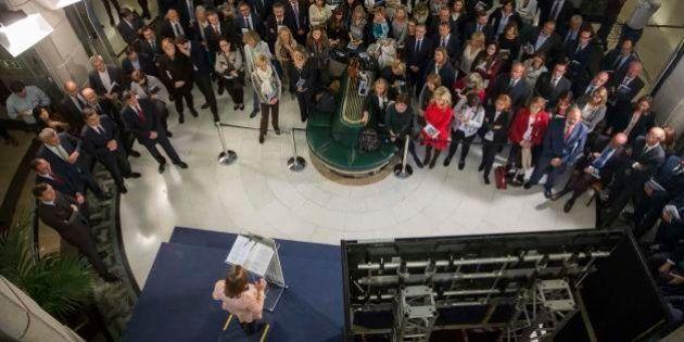 El PP instala un grifo de cerveza en el Congreso para un acto electoral y dice estar sorprendido por...