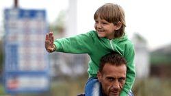 Te va a enternecer el gesto de este niño sirio con un policía