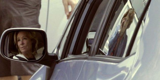 El coche de Esperanza Aguirre vuelve a ser multado por aparcar en doble