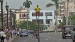 Por las calles de La Habana sobre una bici de seis