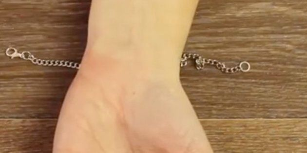 Cómo abrochar una pulsera sin