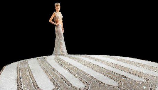 Con este vestido de novia no podrás moverte, pero brillarás seguro