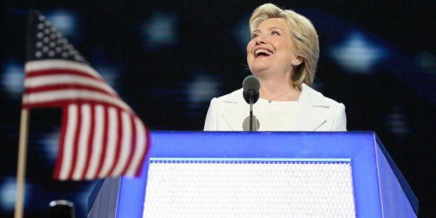 Clinton acepta la nominación demócrata con un alegato contra el