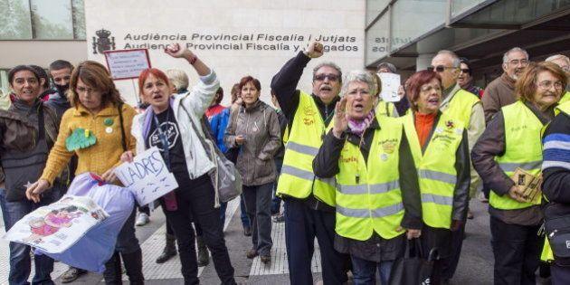 Barberá esquiva una protesta entrando a los juzgados de Valencia por la 'puerta de