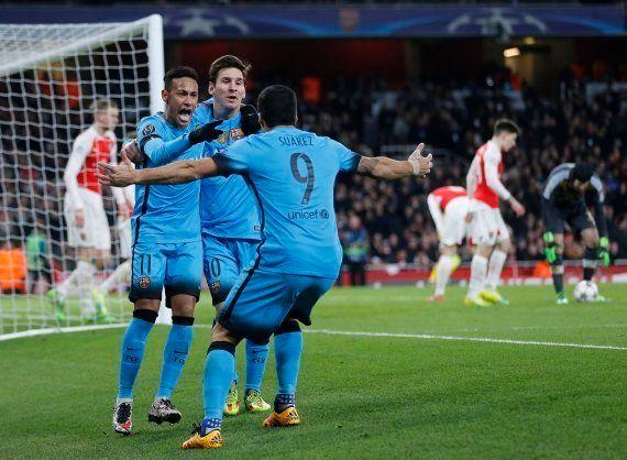 El Barcelona gana al Arsenal y pone un pie en