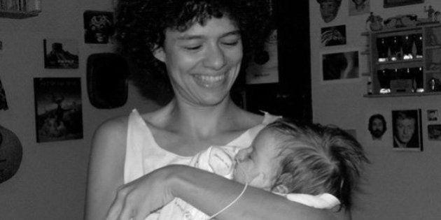 Los padres de una bebé con parálisis lanzan una campaña para poder