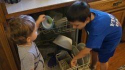 Lo que mis hijos me enseñan cuando yo les enseño a ayudar en