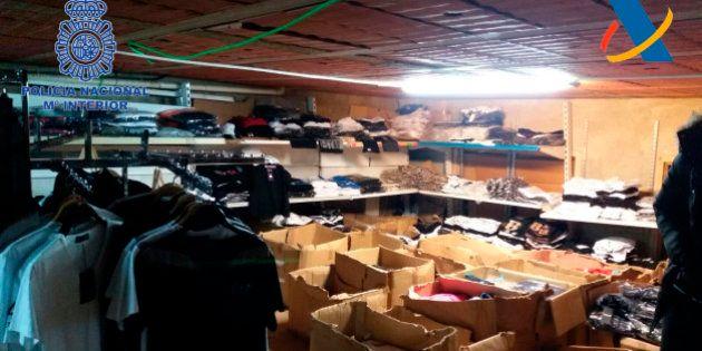 La Policía desmantela en Girona el principal punto de distribución de artículos falsificados de la