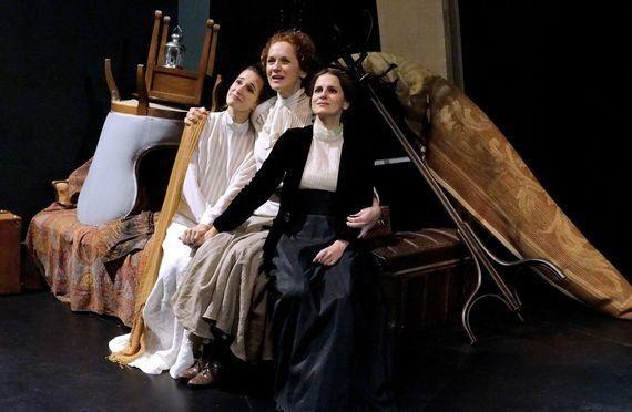 'Tres hermanas': de cómo la barbarie ocupa la casa de