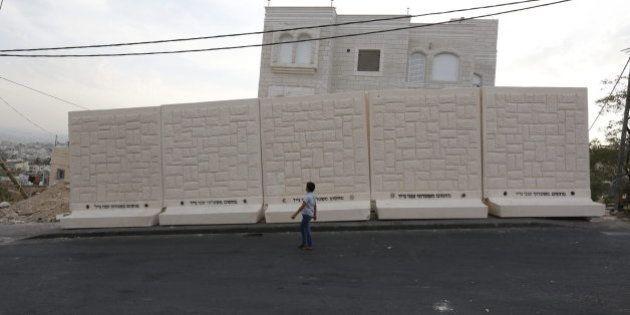Israel empieza a construir un muro